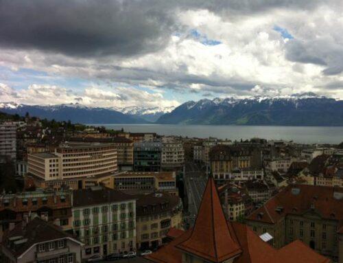 La catedral de Lausanne  y el lago Lemán de Ginebra