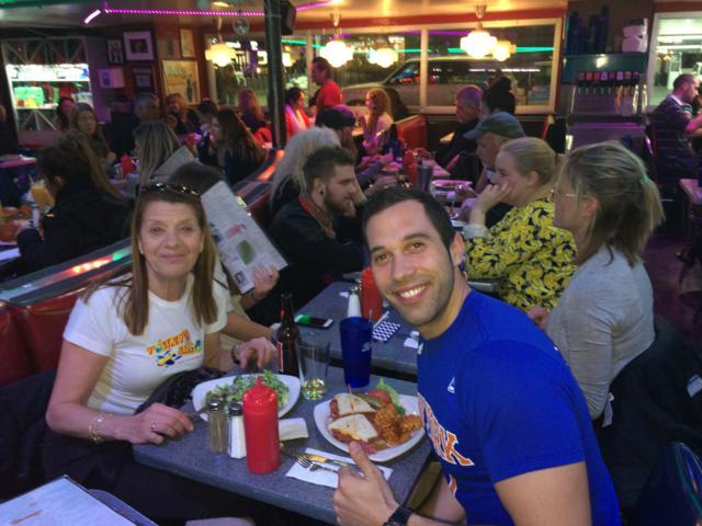 Antomia y Antonio en Stardust Diner