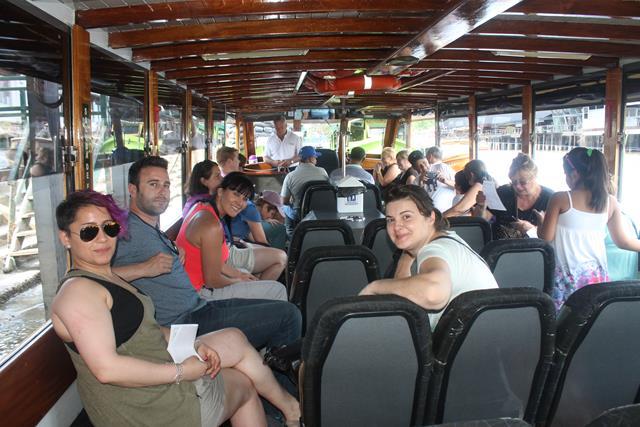 Dentro del barco: Ceci, Jose Luis, Mangeles y Mercedes