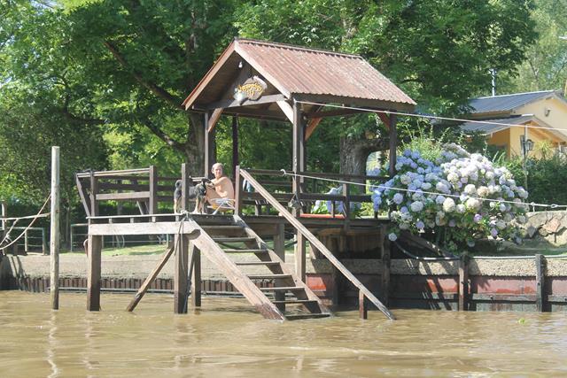 Embarcadero en el río Luján