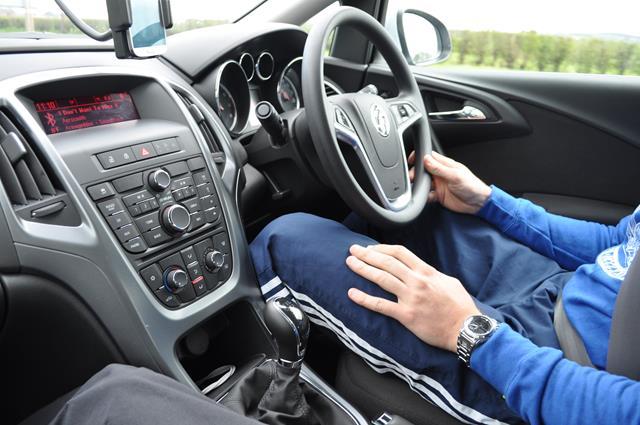 Además, la experiencia de conducir con el volante en la derecha y por el carril de la izquierda es otra actividad mas