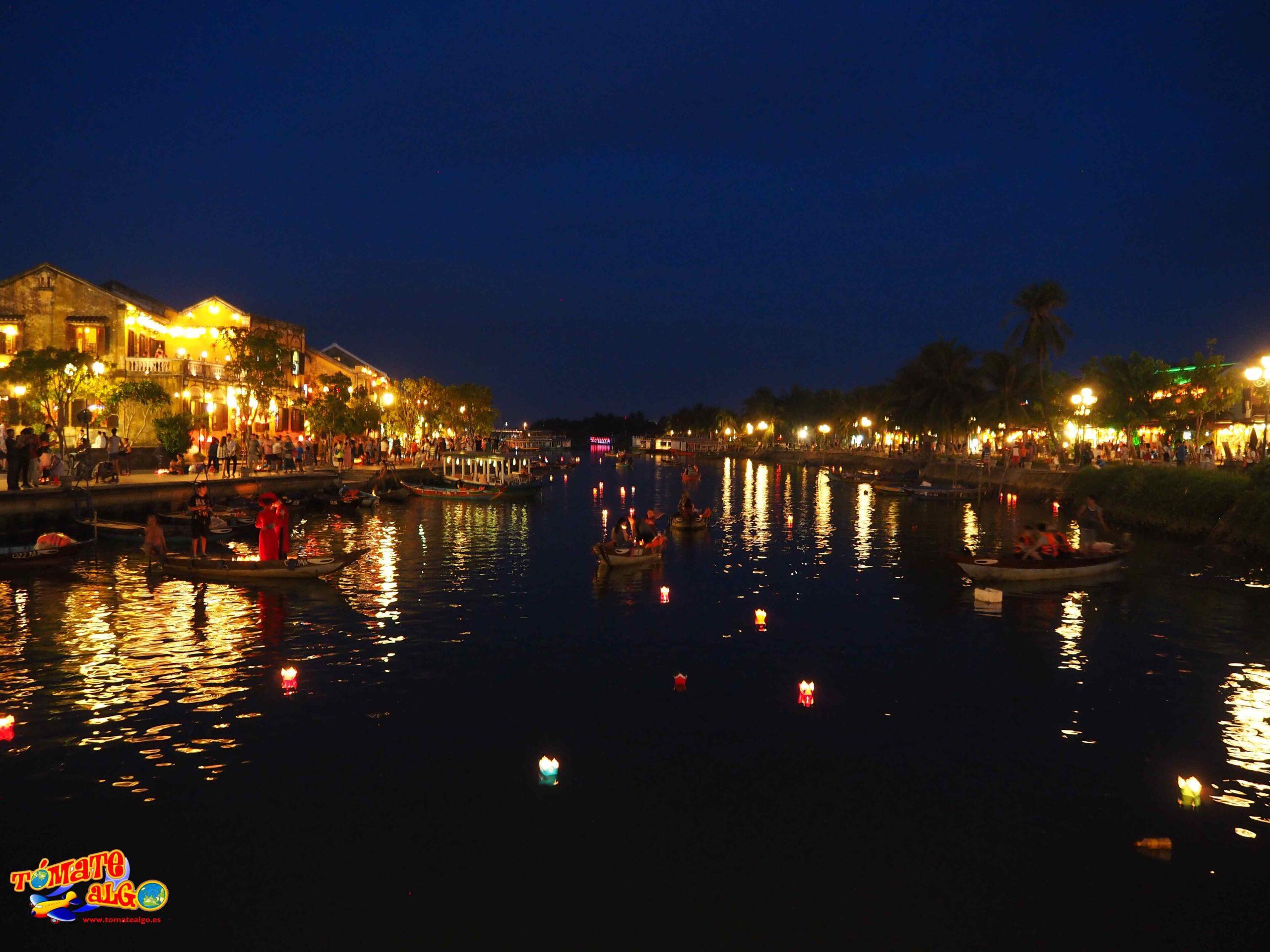 Desde el puente de Hoi An de noche